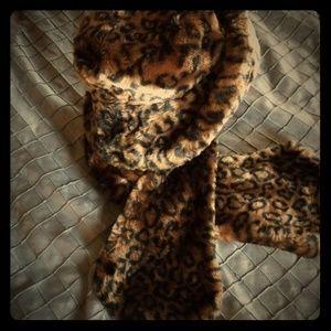 Liz Claiborne animal print hat and scarf set